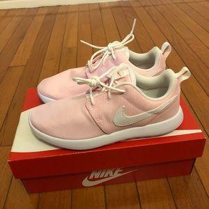 Nike roshe one girl size 3y